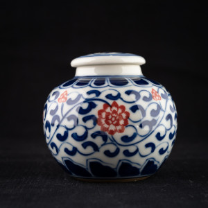 Qinghua round jar with red...