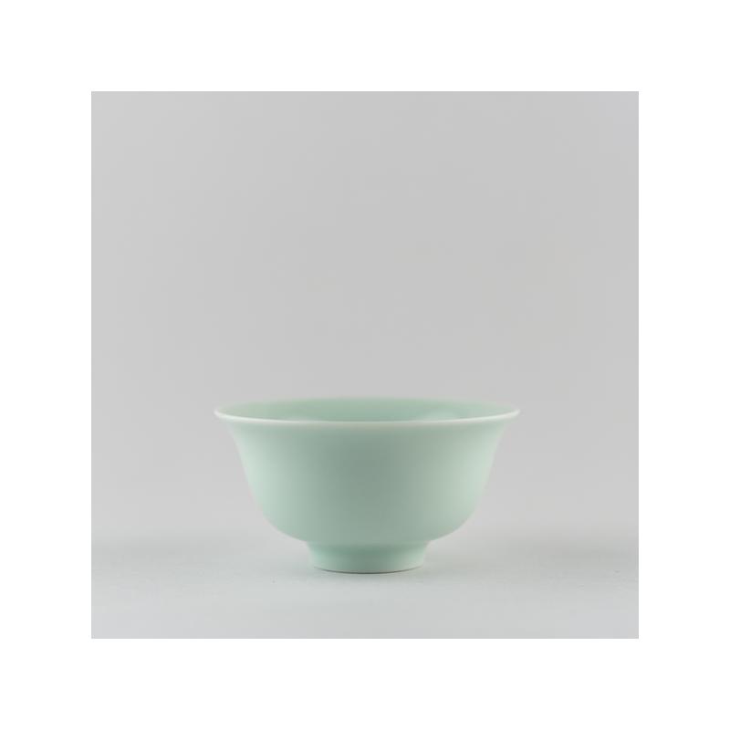 Coupe classique en porcelaine céladon clair