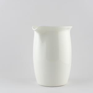 Petit pichet en porcelaine blanche ivoire