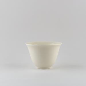 Coupe 'fleur' en porcelaine blanche ivoire