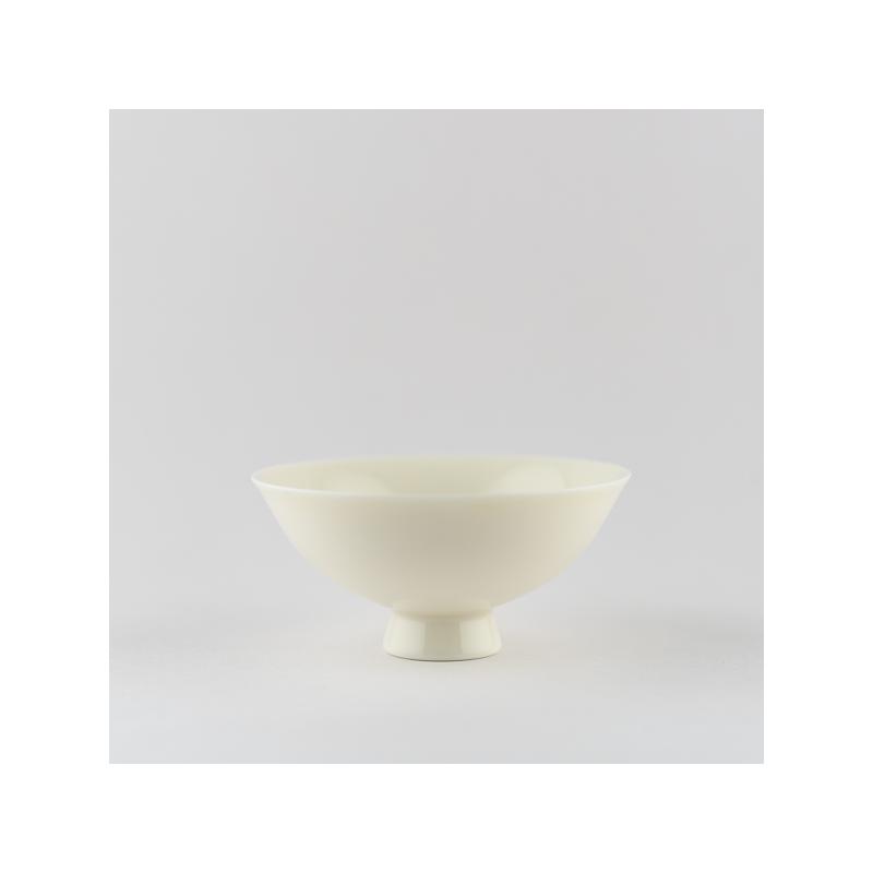 Coupe 'chantante' en porcelaine blanche ivoire
