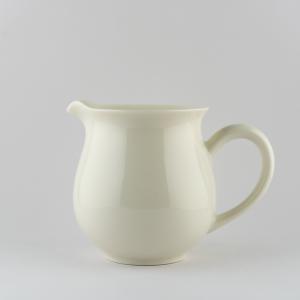 Pichet en porcelaine blanche ivoire