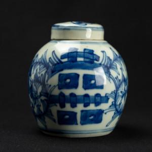 Petite jarre en porcelaine...