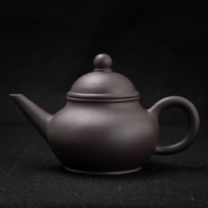 Yixing dark zisha small teapot