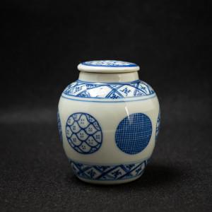Qinghua jar with patterns